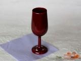 木の温もりと漆の光沢が、ワインの味をさらに高めます