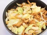 食べ終わったらうどんや焼きそばを入れて炒めると、最高のシメに!